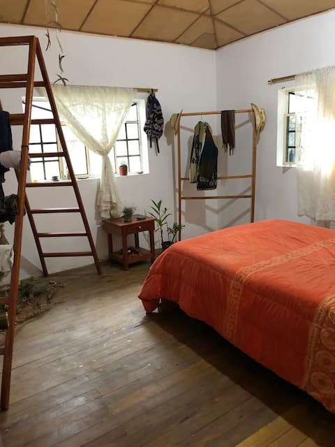 Stanza privata in una casa vicino al  villaggio e al fiume