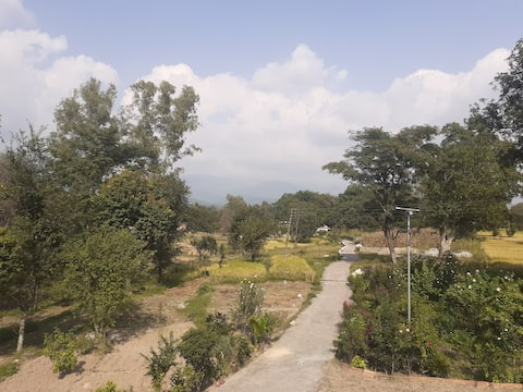 Farm stay with majestic  Dhauladhar view