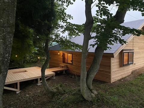"""Pequena cabana """"Mökki"""" perto do riacho para um grupo apenas por dia"""