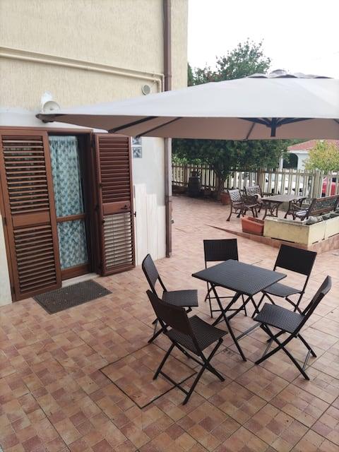 Appartamento con giardino in villetta bifamiliare