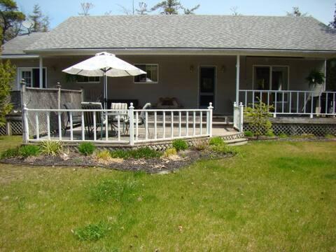Sunset Beach House- 4 bdrm cottage near the beach
