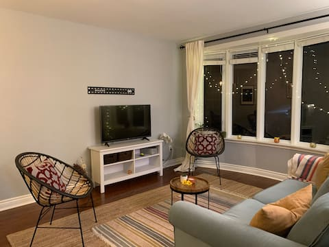 Cheerful 2 bedroom home with indoor fireplace