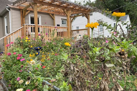 In-Town Garden House, 3-bedroom with Fireplace