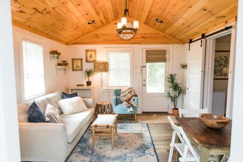Mya's Cottage - 8 miles from Sanford Stadium!