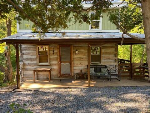 Charming 4 bedroom cabin - multiple streams