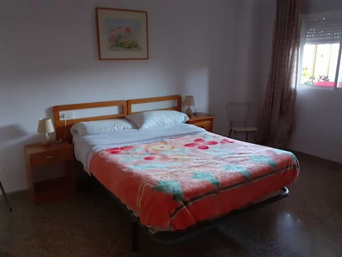 Large room close to the main Granada bus station