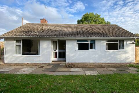 Cheerful 3 bedroom bungalow with indoor fire place