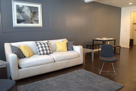 Luxury & Spacious Getaway w/KING BED & POOL TABLE