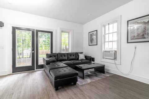 Charming 4 BR Home in DT w/5 Beds & Free Parking!