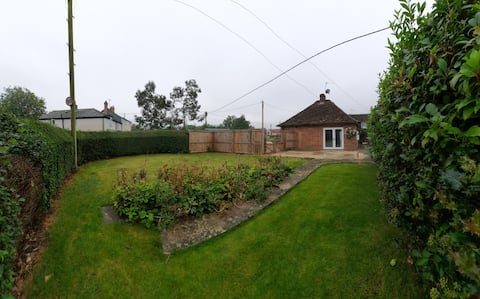 Charming one bed bungalow on village green