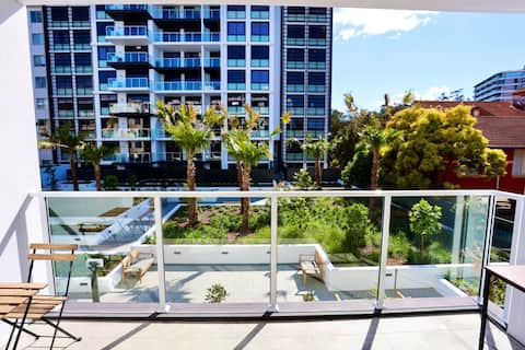 Lovely & stylish 1 bed unit @ Wolli Creek/ Airport