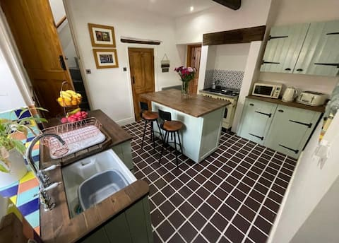 'THE OLDE COACH HOUSE' - New Cosy Cottage 2021