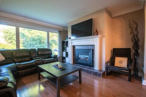 Private 3 bedroom home with hot tub in Nepean