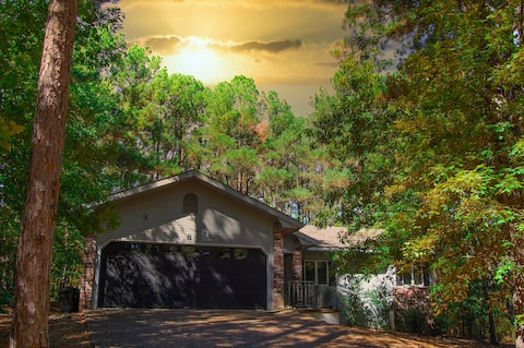 Wooded Hideaway with Hot Tub  3 Bed 2 Bath