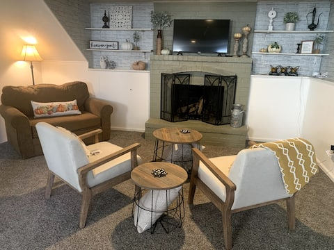 Cozy Guest Suite with Fireplace & Private Entrance