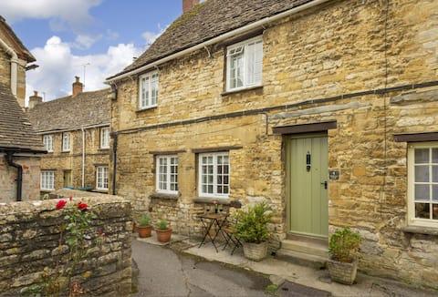Beautiful Historic Burford High Street Cottage