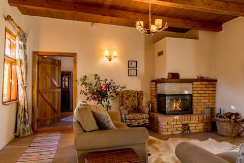 Charming Transylvanian Cottage with Fireplace