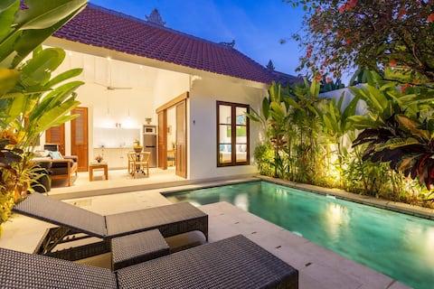 Luxurious & Cozy |♛King Bed, Pool, Seminyak