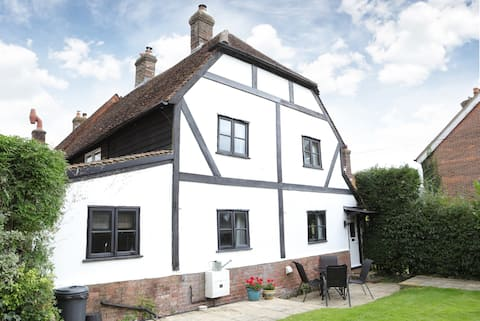 Grade II Listed 2 Bed Cottage in stunning Village