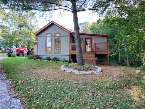 Luxury 2 bedroom cabin by Charles Mill Lake