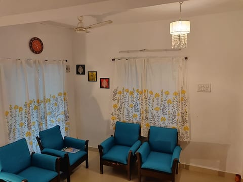 Cheerful 3 bedroom family home in serene space!