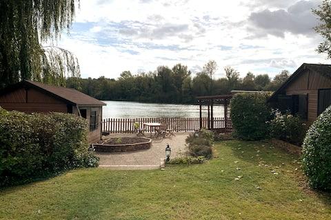 Chalet avec vue sur la seine et au bord d'un lac