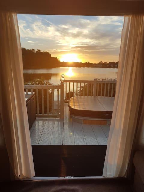 Luxury Lakeside Caravan With Hot Tub & Fishing Peg