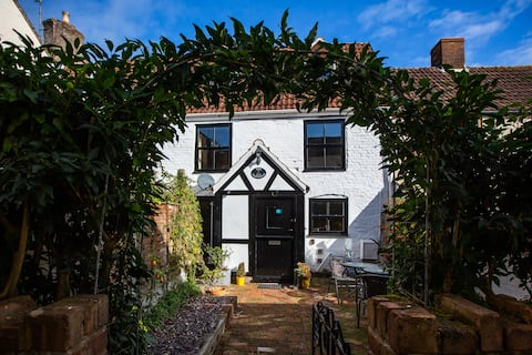 3 bed, dog friendly cottage in a beautiful village