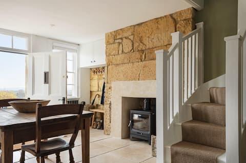 Luxury Historic Cottage in Bradford-On-Avon
