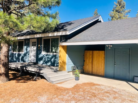 Cozy 3BR House with Mt. Shasta Views!