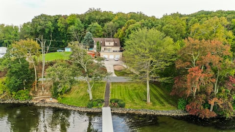 ENTIRE LUXURY LAKE FRONT VACATION HOME &BOAT HOUSE