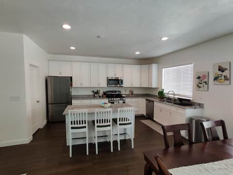 3 Bedroom Townhome w/ Large Kitchen/ Living Space