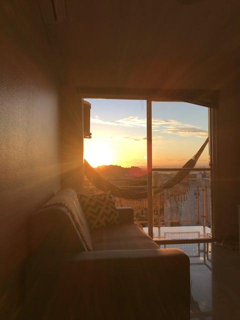 Apartamento próx. ao centro com lindo por do sol!