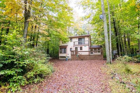 Cozy & Charming Home in Arrowhead Lake Pocono's