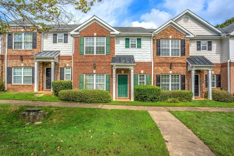 Cozy Gated Townhome In East Point Near Airport!