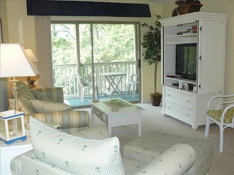 Cute 2BR 2BA condo in True Blue with pool and golf