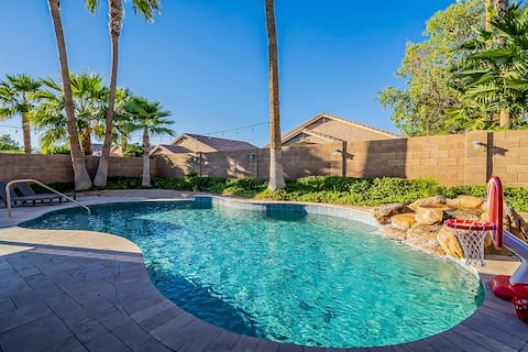 3 BR home w/Pool & Spa  1.2 Miles from DT Gilbert!