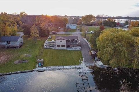 Family friendly holiday retreat on Chemong Lake