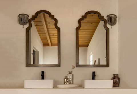 SKYSET - New Moroccan Boho Bungalow Soak & Hot Tub