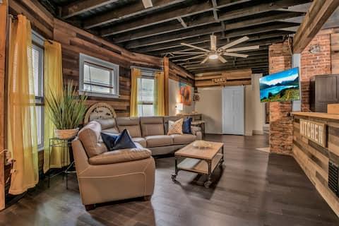 Contemporary 4-bedroom industrial loft style Apt