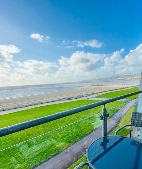 Sea view apartment at the beach!