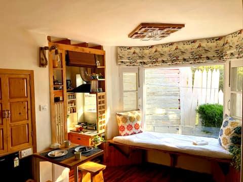 ESTUDIO inspirado en una mini casa + cocina americana+césped +WFH