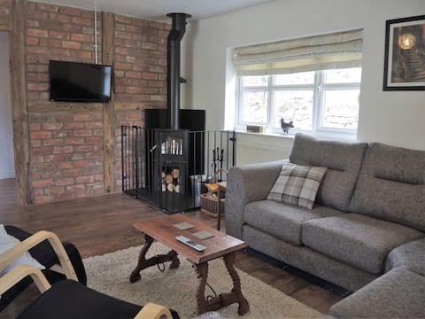 The Aviary, peaceful 4 bedroom/ 8 bed cottage