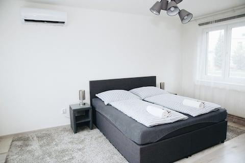 Prostorný apartmán se 2 ložnicemi a terasou