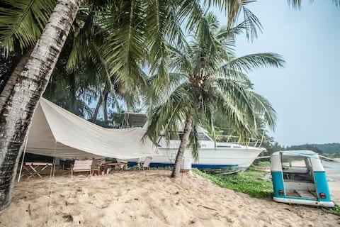 三亚-海边的船屋-位于土福湾-浪漫海居一居室-KTV、影院-0米海滩观日落-体验荒野生活-户外下午茶
