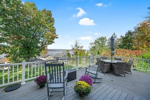 Saratoga Lake House with Sensational Views