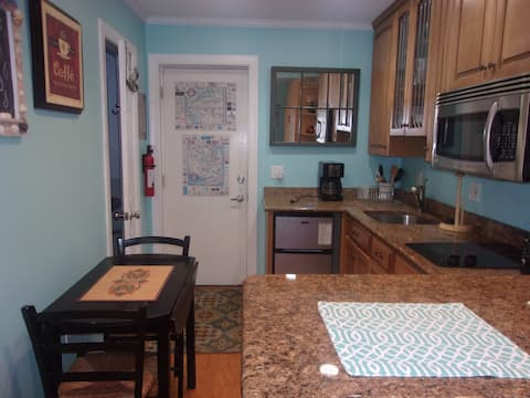 Studio only 1 block to beach. Downtown Rehoboth