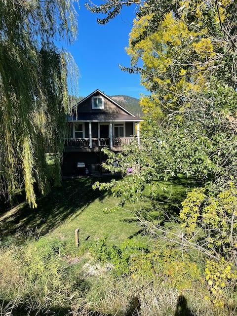 Cozy St. Joe River Retreat