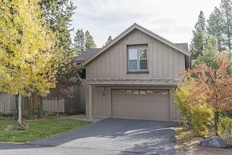 Amazing Fremont Crossing Townhome w/Hot Tub