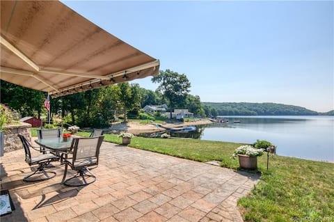 Beautiful lakefront retreat just 15 mins to casino